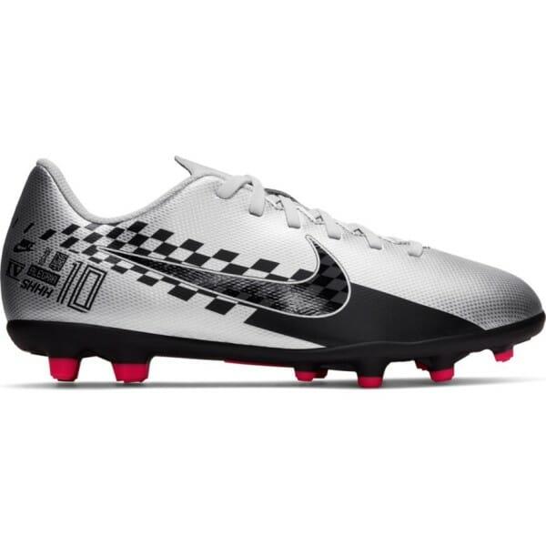 Fitness Mania – Nike Jr Mercurial Vapor XIII Club NJR FG/MG – Kids Football Boots – Chrome/Red Orbit/Platinum